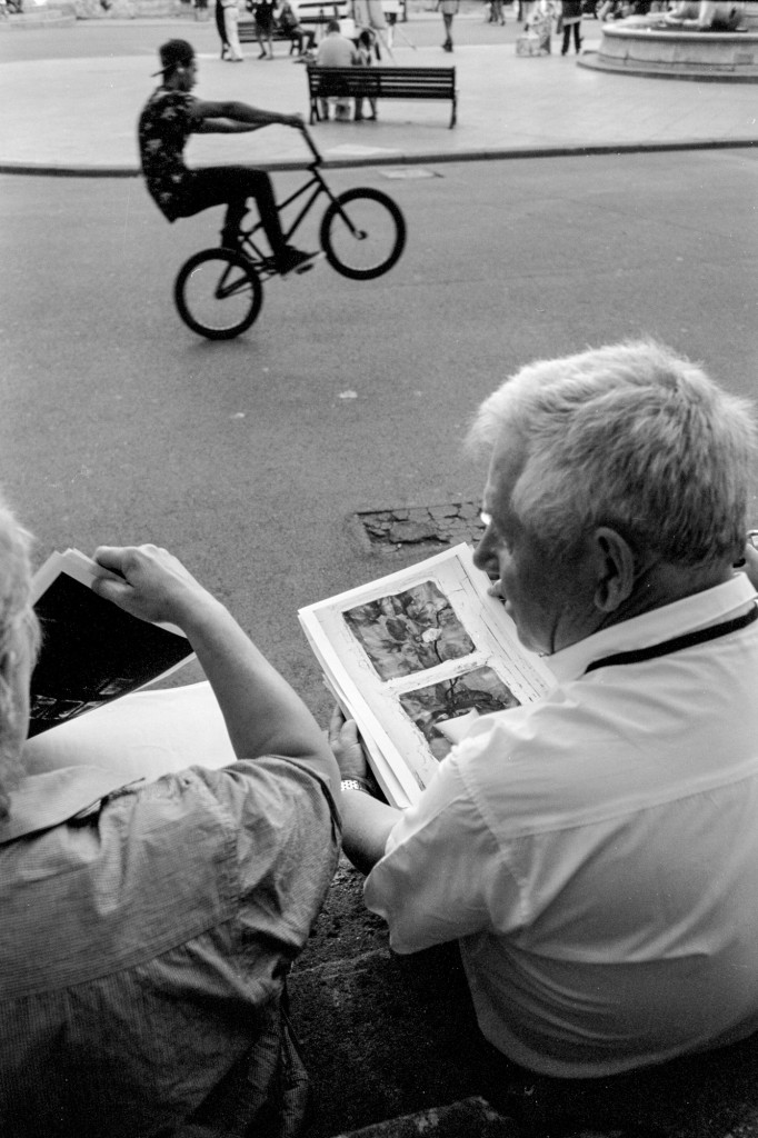 Sitting on some steps in Place de la Republicue, m one of my travel comanions Kjetil discussing Elin Høylands portfolio while a biker does his tricks in the background